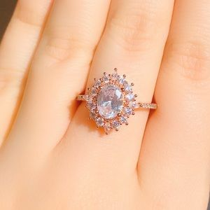 Jewelry - 💎 NWOT vintage rose gold crystal ring